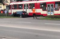Stłuczka tramwaju i osobówki na Kartuskiej