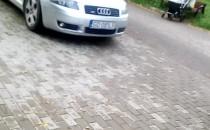 Blokują wjazd na parking