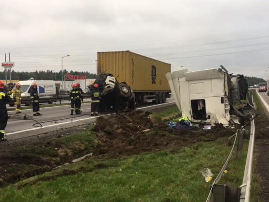 Utrudnienia na obwodnicy po wypadku ciężarówek