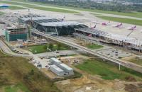 Nowa część terminala częściowo pokryta dachem