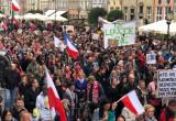 Marsz przeciwników restrykcji związanych z COVID-19