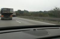 Ciężarówka blokuje pas na obwodnicy