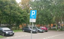 Parkowanie na trawie, żeby nie płacić za...