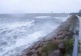 Sztorm i silny wiatr przy wejściu do portu w Gdańsku 14.10.2020