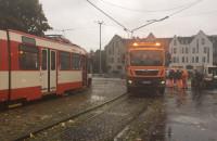 Trwa naprawa zerwanej sieci trakcyjnej w Oliwie