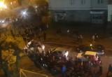 Tłumy protestujących przemieszczają się po centrum