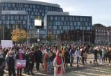 Tłum na placu Solidarności