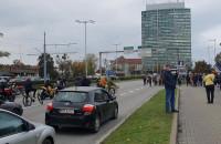 Protest zbliża się do biurowca Zieleniak