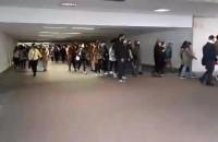 Protestujący w tunelu przy dworcu Gdańsk Główny