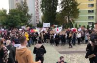 Demonstrujący na pl. Solidarności w Gdańsku