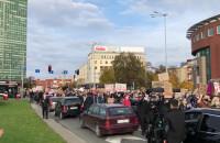 Protestujący idą spod Zieleniaka w kierunku Targu Drzewnego