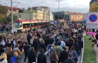 Protestujący skandują: Moje ciało, moja sprawa