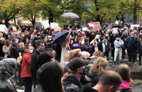 Protestujący żądają od policji uwolnienia zatrzymanych