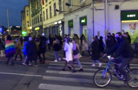 Protestujący w Gdańsku przenoszą się pod komendę policji