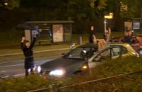 Kierowcy wysiedli z aut i skandują razem z tłumem