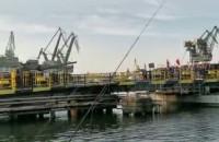 Czołg, strzały i wojsko na moście. Plan filmowy na Stoczni