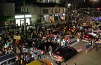Tysiące protestujących przed Infoboxem