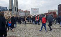 Protest dotarł na pl. Solidarności