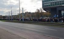 Protestujący maszerują przy Zieleniaku
