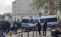 Policja obstawia biura posłów PIS-u