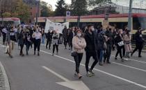 Demonstranci na Podwalu Grodzkim w Gdańsku
