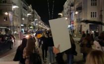 Coraz więcej protestujących na Świętojańskiej