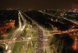 Tłum ludzi idzie w stronę Wrzeszcza - widok z powietrza