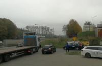 Taksówkarze zbierają się na stacji w Osowej