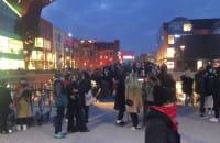 Tłum gromadzi się pod Forum Gdansk