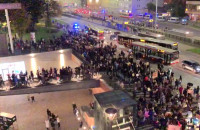 Protestujący ruszyli spod Forum Gdańsk w kierunku dworca