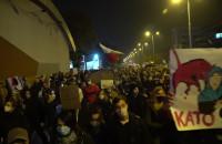 Tłum pod Żakiem w Gdańsku