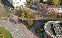 Marsz przez ul. Gdańska widziany z góry