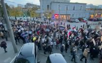 Protestujący skręcili w ul. Starowiejską