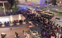 Protestujący ruszyli spod Forum Gdańsk w...
