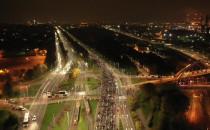 Tłum ludzi idzie w stronę Oliwy - widok z...