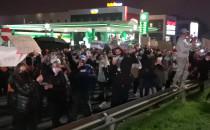 Prostest pieszy spotyka protest aut