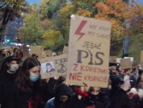 Protestujący w Gdyni wchodzą na ul. Śląską