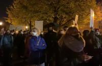 Hasła na transparentach protestujących