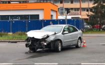 Skutki wypadku na ul. Obrońców Wybrzeża w...