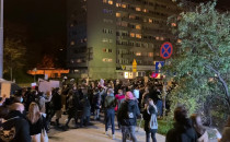 Protestujący w Gdyni idą Władysława IV