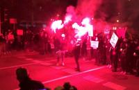 Manifestanci odpalili race we Wrzeszczu