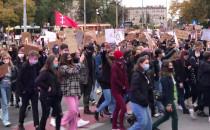 Manifestacja młodzieży ruszyła w kierunku...