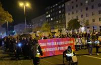Protestujący w Gdyni idą pod urząd ...