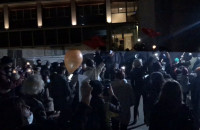 Artyści śpiewają protest song
