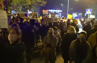 Manifestanci dotarli pod biura posłów PiS