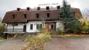 Opuszczony budynek dawnej kuźni Srebrzysko