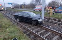 Auto uderzyło w słup trakcyjny na Odrzańskiej