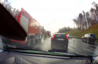 BMW uderzyło w bariery na obwodnicy