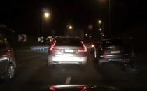 Kolizja 3 aut na zjeździe z Est....