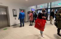 Ścisk przed windami i na parkingu Forum Gdańsk